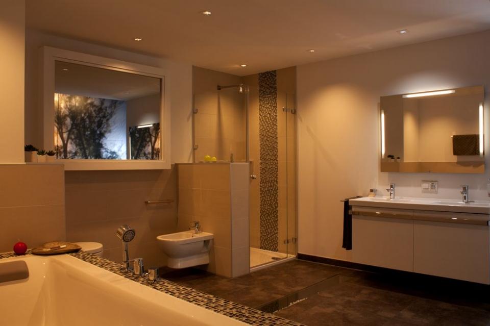 Badezimmer Mit Beleuchtung Von Kiteo Am Abend